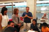 Un moment de la visita de la directora general de Política Lingüística de la Generalitat a la Biblioteca de Tortosa