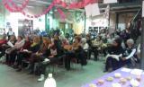 El públic escolta atentament les lectures