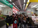 Els alumnes de Sant Andreu, al Mercat municipal de Sant Andreu de Palomar.