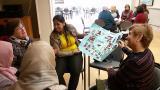 Els alumnes del Bàsic 2 de Sant Sadurní d'Anoia practiquen el català amb els voluntaris del Casal Municipal de la Gent Gran