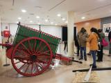 Alumnes dels cursos de català d'Olesa de Montserrat visiten l'exposició