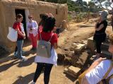 Alumnes de l'Oficina de Catala de Lloret i participants en el VxL visiten el poblat ibèric del Turó Rodó