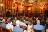 El Saló de Cent de l'Ajuntament de Barcelona, ple de gom a gom en l'acte d'inauguració de l'Any Panikkar.