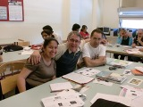 Un grup de nivell bàsic 3 de la Biblioteca Llefià-Xavier Soto de Badalona fa haikus a l'aula