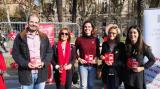 Ester Franquesa, directora general de Política Lingüística; Òscar Escuder i Neus Mestres, de la Plataforma per la llengua, i Assumpta Escolà i Txell Pujol, del CNL de Barcelona.