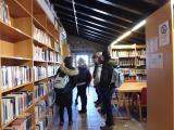 Els alumnes del bàsic 2 de Palau visiten la biblioteca