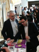 El primer tinent d'alcalde de l'Ajuntament de Barcelona, Gerardo Pisarello, a l'estand del CNL de Barcelona.