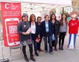 La directora general de Política Lingüística, Ester Franquesa, va visitar l'estand del CNL de Barcelona amb la presidenta del Parlament, Carme Forcadell.