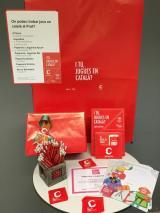 Repartiment del material als establiments adherits a la campanya
