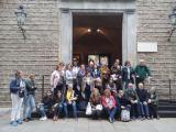 Participants del VxL i alumnes dels cursos de català d'Osona fan la Ruta Pompeu Fabra de Barcelona