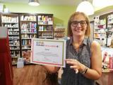 La botiga de dietètica Sàlvia renova la seva adhesió al Voluntariat per la llengua a Montornès del Vallès