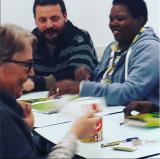 Participants en una de les sessions de jocs en català