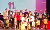 Els guanyadors del premi de narrativa, amb l'alcalde de Santa Coloma, Joan Martí, i la regidora d'Educació, Teresa Garcia.