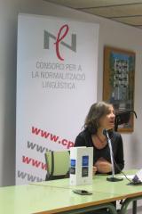 """Neus Nogué presenta la nova """"Gramàtica de la llengua catalana"""" al CNL L'Heura"""
