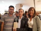 Ramon Rom, al centre, acompanyat d'Anna Gallego, coordinadora de Voluntariat per la llengua del CPNL, i Marcel Pellejà, responsable de Voluntariat per la llengua del CNL de Barcelona.