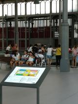 Els alumnes de Nou Barris, a El Born, Centre de Cultura i Memòria.