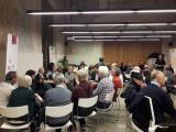 Grup de voluntaris i aprenents a la trobada que es va fer ahir a l'Espai Avinyó.