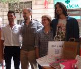 D'esquerra dreta: Kartik Chandaria, finalista, al costat del seu professor Carles Jordà, i Reina Baquer, professora del guanyador, Nehemias Giménez.