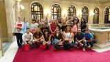 Mig centenar d'alumnes del CNL de Cornellà visiten el Parlament