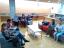 Grup de lectura fàcil i conversa a la Biblioteca conduït per un voluntari de VxL