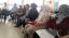 Alumnes del taller de llengua i socialització a l'escola Pau Boada fan una pràctica real
