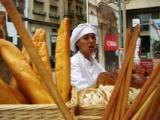 La campanya 'Encomana el català' arriba a Tortosa per les festes de la Cinta