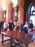 Una vintena de participants en el programa Voluntariat per la llengua visiten el Parlament