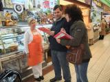L'alumnat del nivell bàsic 1 de Sant Andreu de la Barca visiten el Mercat Municipal