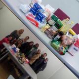 Alumnat d'un curs de català per a persones aturades del Montsià aporta aliments per als refugiats de Grècia