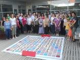 23 parelles juguen a Scrabble en català