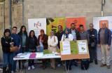 Alumnat de les sessions de llengua oral i voluntariat lingüístic van visitar els estands de Sant Jordi a Tortosa
