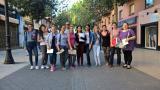 Alumnes de nivell bàsic fan una gimcana pels establiments col·laboradors de Nou Barris