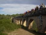 Voluntaris i aprenents de Cornellà passegen per la Tarragona romana
