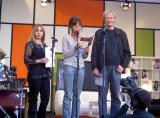 Una parella de Puigcerdà llegeix Rodoreda, a Barcelona